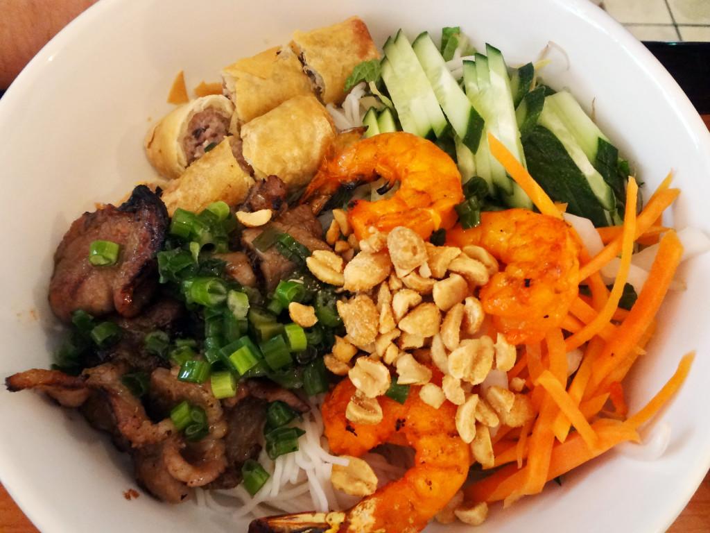 Quan Ba 9's rice noodle bowl