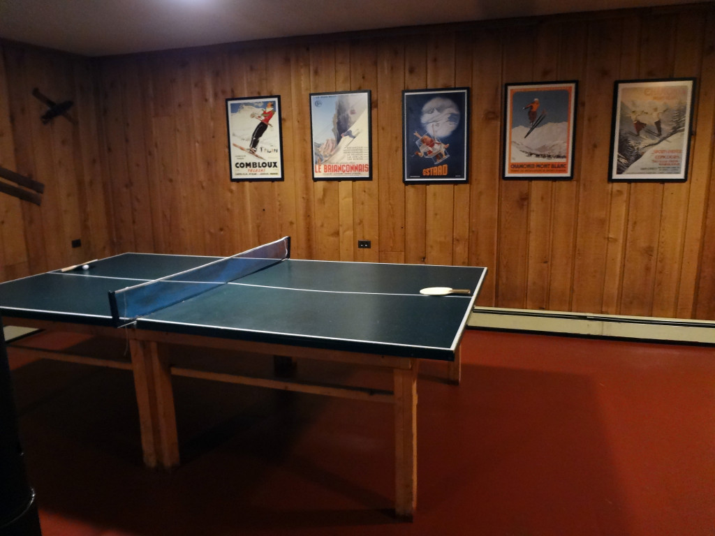 Ping-pong table