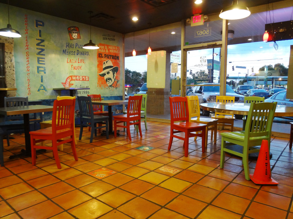 Seating area in Pizza Patron BuHi