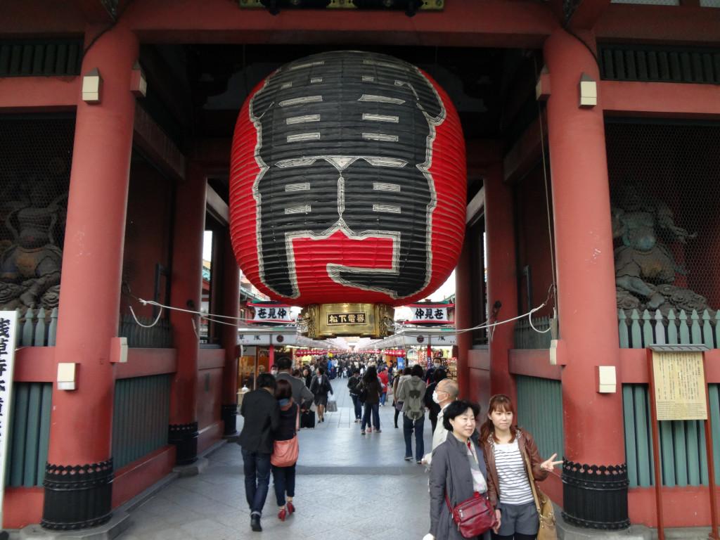 Sensō-ji Temple's Kaminarimon 雷門 Thunder Gate
