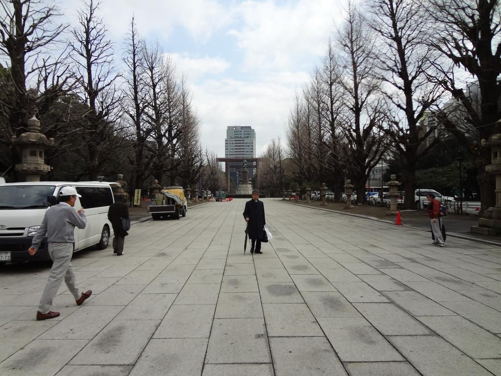 Facing away from Yasukuni Shrine/