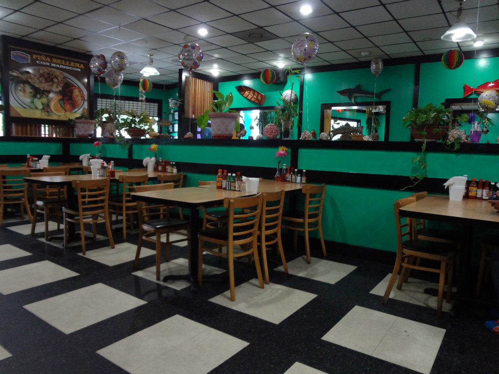 Interior of Mariscos el Veneno