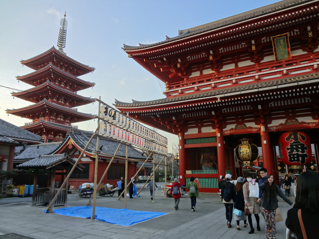 Hozomon and pagoda