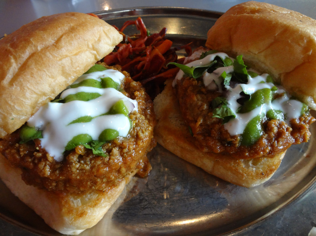 Sloppy Jai (keema pav)