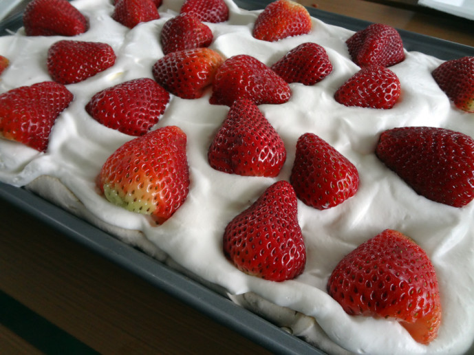 Margaret's marvelous pavlova