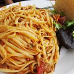 Jaimyn's spaghetti with side salad and bread