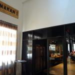 Makan interior entrance