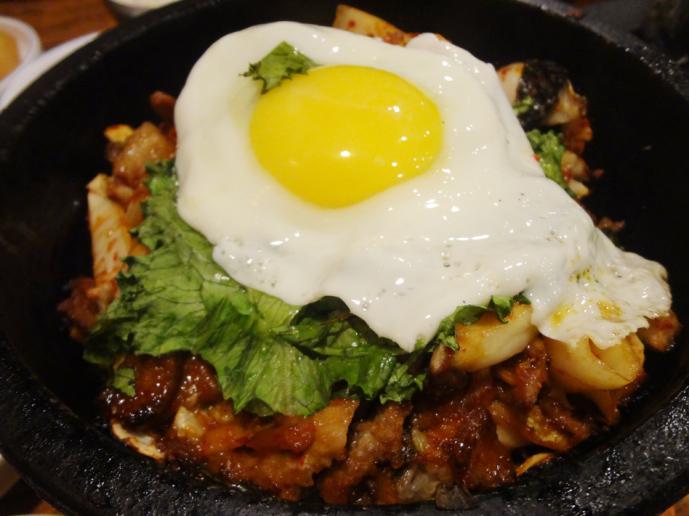 Kimchi daegee gogi dolsot bibimbap